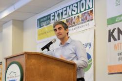 Mayor Miro Weinberger announces support for revenue-neutral carbon pollution fee.
